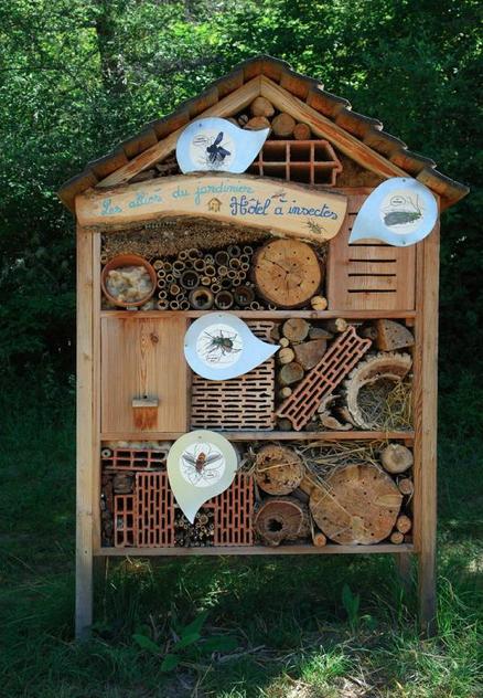 l habitat co responsable blog archive un h tel insecte. Black Bedroom Furniture Sets. Home Design Ideas