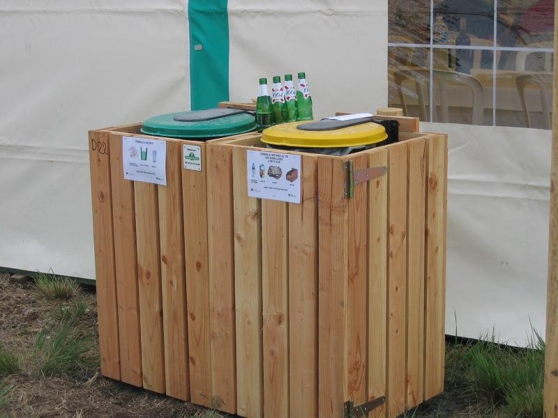 construire un abri poubelle trendy bintrasher abris pour poubelles abris jardin construire un. Black Bedroom Furniture Sets. Home Design Ideas