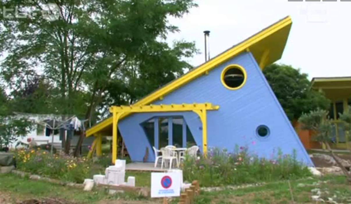 Maison en palettes de bois emmaus ventana blog - Construire sa maison en palette ...